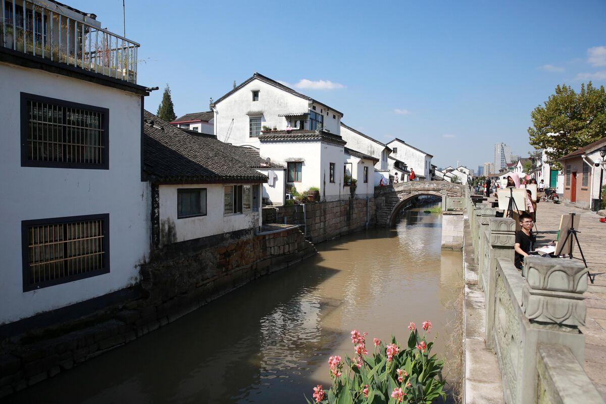 官河从古镇穿行而过。.jpg